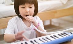 子どもの鍵盤ハーモニカ